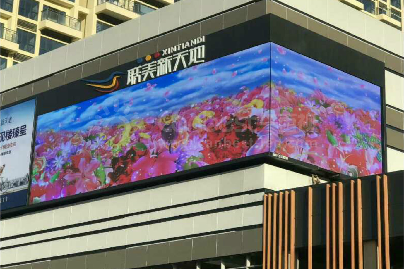 Rightangle Outdoor Corner LED DISPLAY Wall