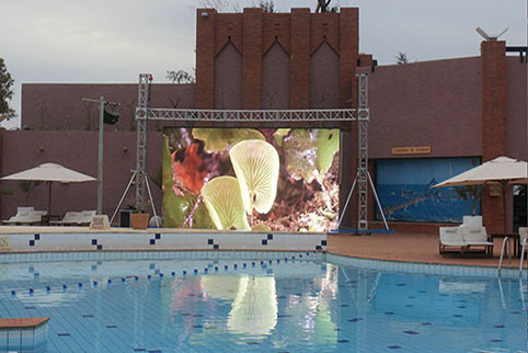 DN390 Haning In Swimming Pool,Australia